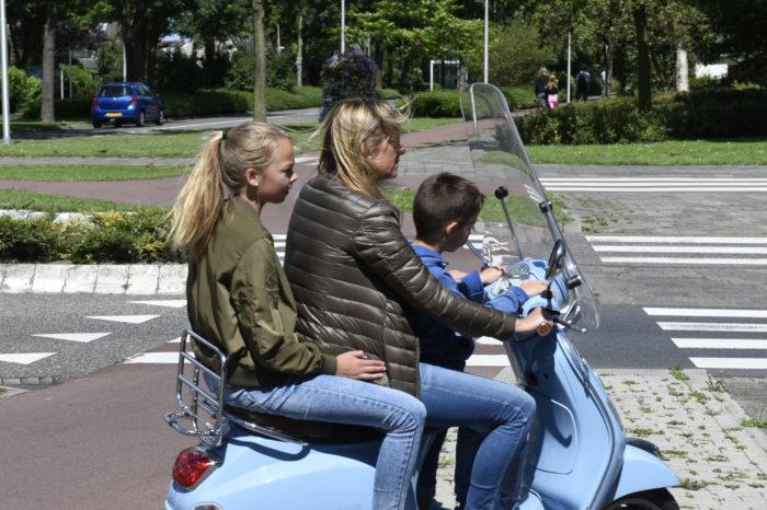 Light moped users to wear helmet in The Netherlands