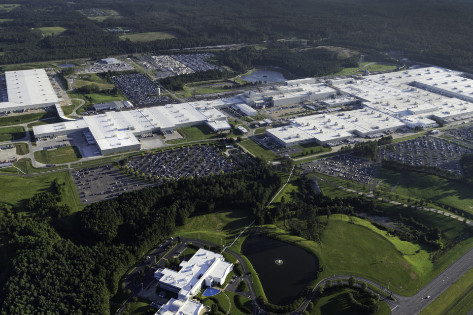 Mercedes to invest 1 billion in us plant for e mobility for Mercedes benz manufacturing plant in usa