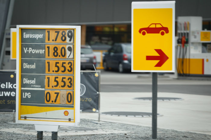 Shell doesn't give up on petrol and diesel yet