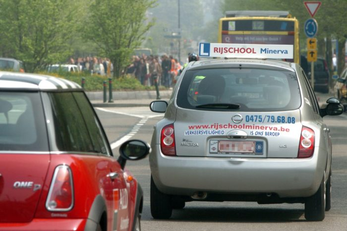 Queueing for lessons at Belgian driving schools
