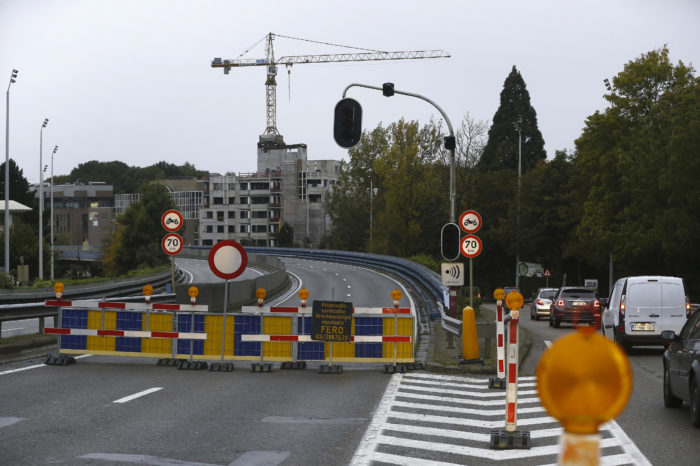 Herrmann-Debroux viaduct closed with uncertain future
