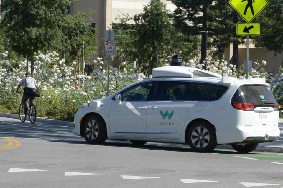 Waymo sends out autonomous taxis without driver