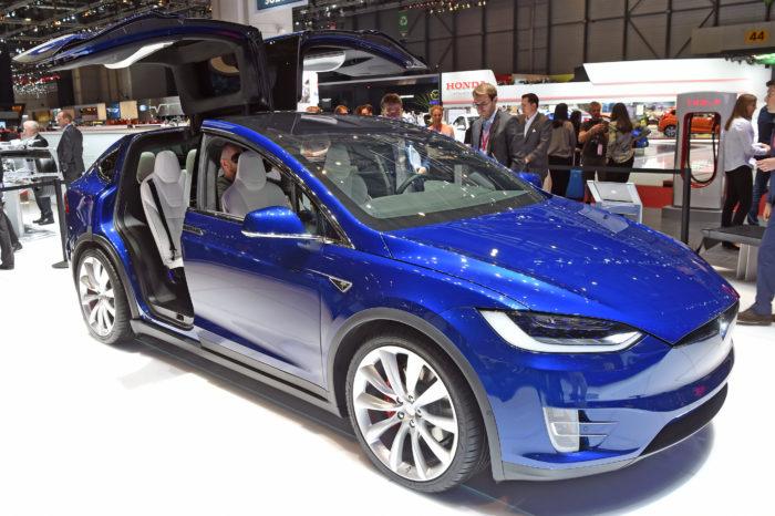 Mercedes engineers hire Tesla X to 'dismantle'