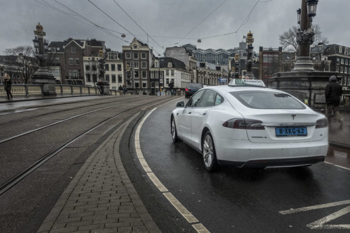 Amsterdam to become model city for electric taxi fleet