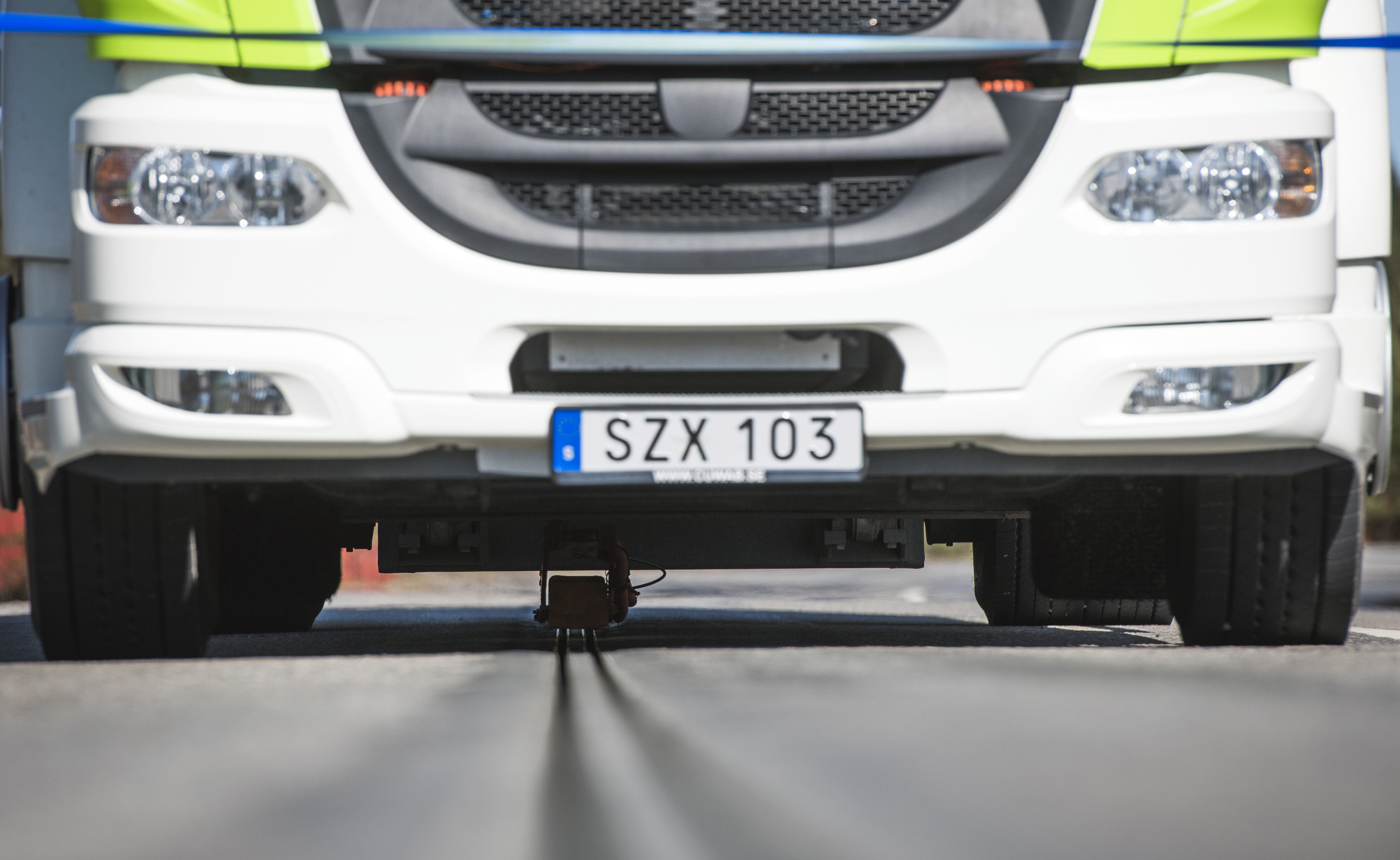 World's first public 'electric road' for charging in Sweden