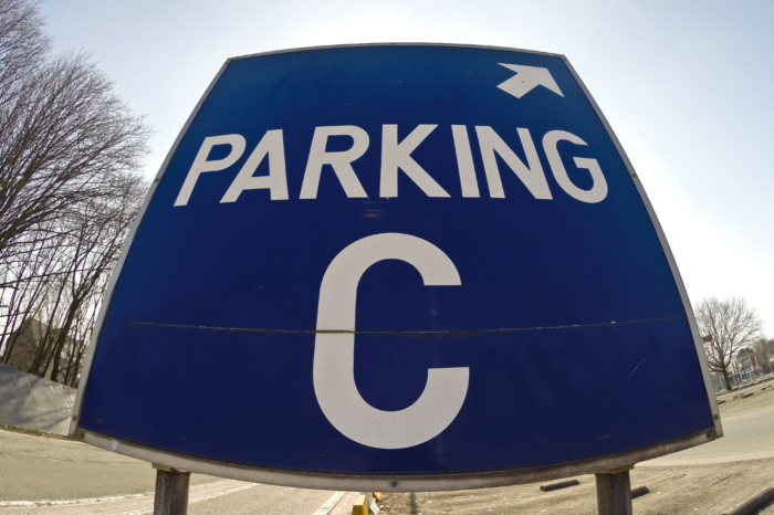 Parking C 'step-over parking' during closure of Leopold II tunnel