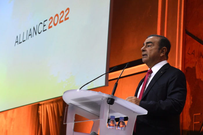 Renault stays 'prudently' in Iran