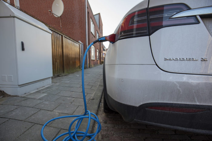 Dutch electric car buyers in doubt