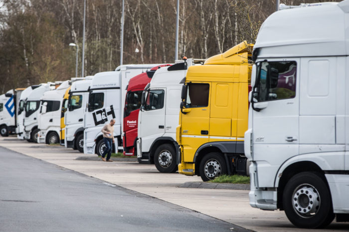 Dutch plan to get 11.000 retired truck drivers on the road again
