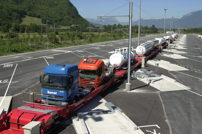 France opens fifth 'rail motorway' for transporting trucks