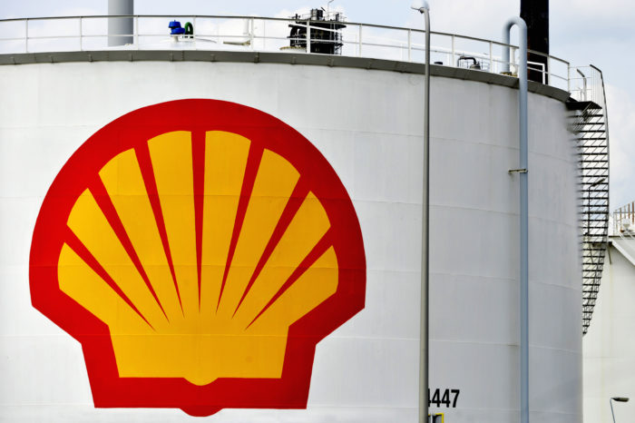 Shell to submit to climate pressure of large investors