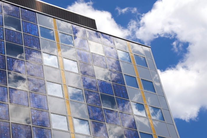 'Smart' glass to make buildings energy-neutral