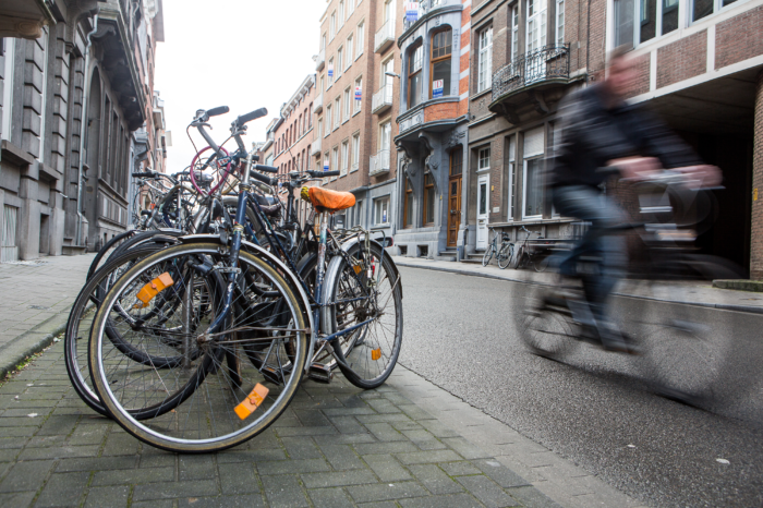 Flemish cities clear lane for cyclists