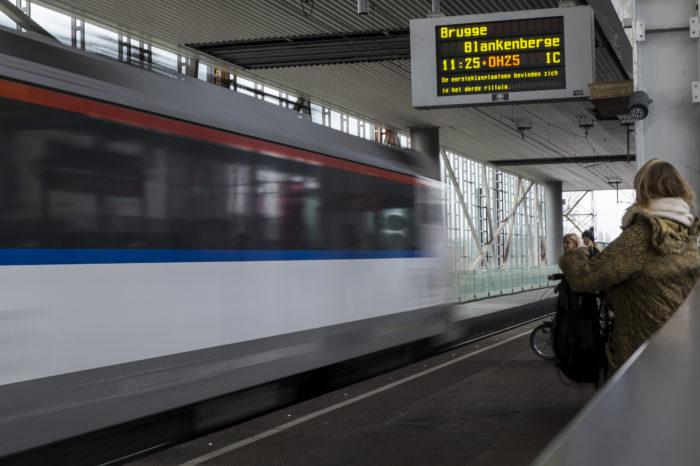 Traffic jams push people onto the train
