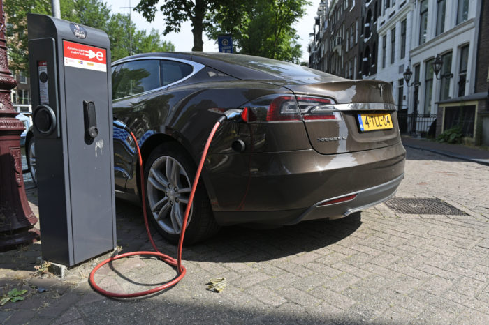 Professional investor believes in breakthrough electric car