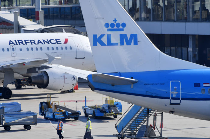 Dutch get strategic share in Air France-KLM under tight cover