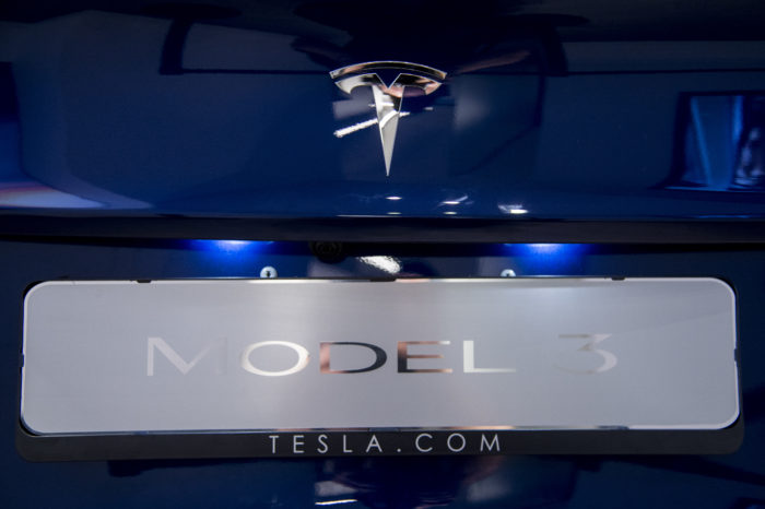 Tesla cuts dealerships to deliver Model 3 at $35.000