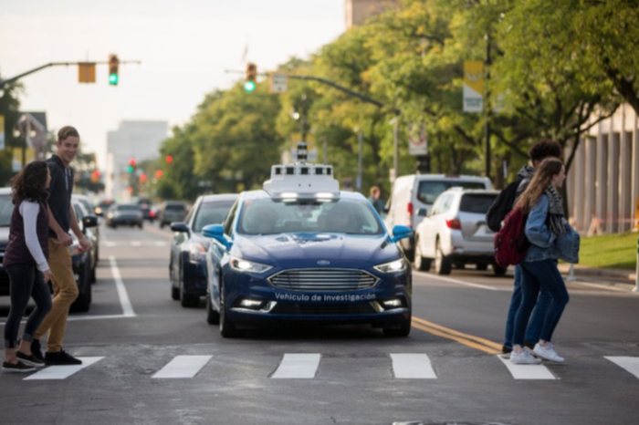 Autonomous car throttles back