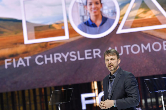 Fiat-Chrysler to pay Tesla hundreds of millions for CO2 credits
