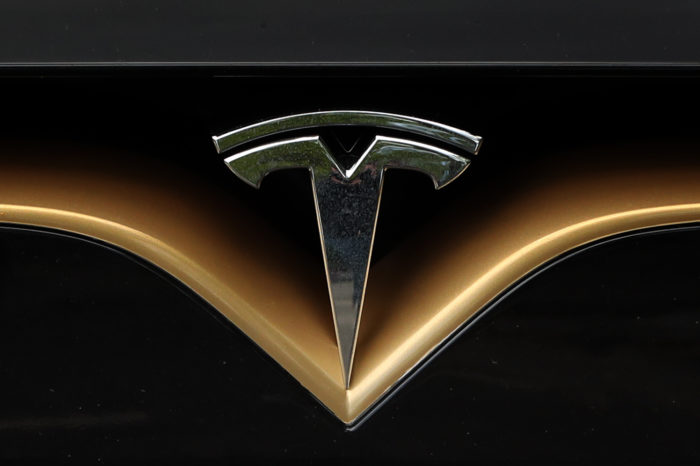 Police stops sleeping Tesla-driver on autopilot