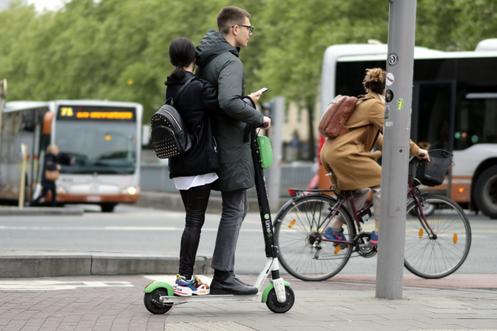 Brussels to enforce helmet after first casualty on e-scooter?