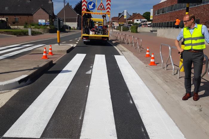 Dozens of crossings in Flanders get a 'winged zebra crossing'
