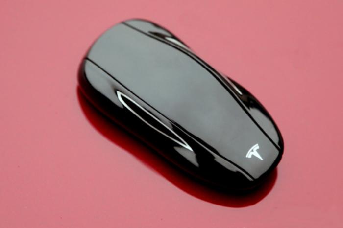 Belgian researchers hack Tesla's improved Model S key for second time