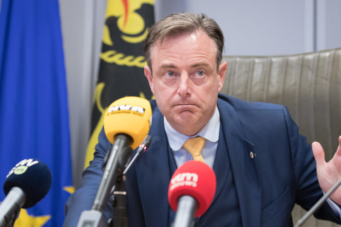 De Wever's starting-note burries kilometer tax indefinitely