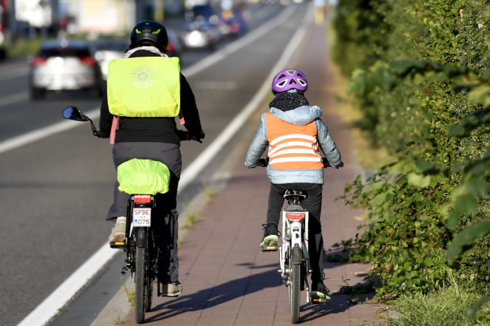 One in three young Belgians goes to school by car
