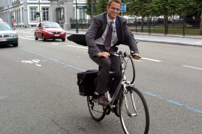 More often to work by (electric) bicycle