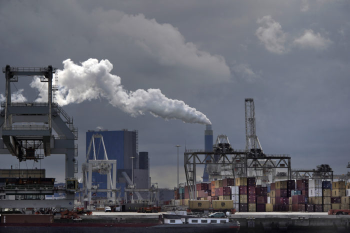 Dutch flee from polluted areas