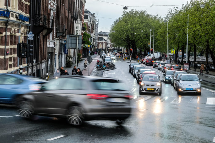 Amsterdam to ban polluting diesel cars by end 2020