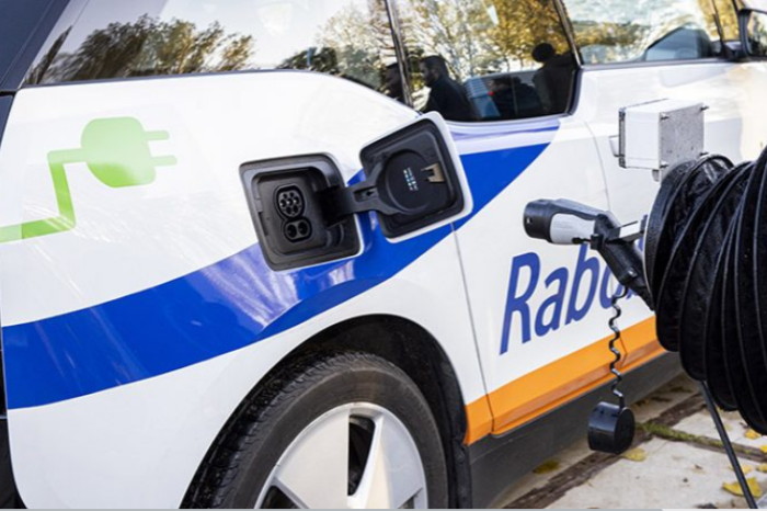 Dutch start-up lets robot plug in your EV for you
