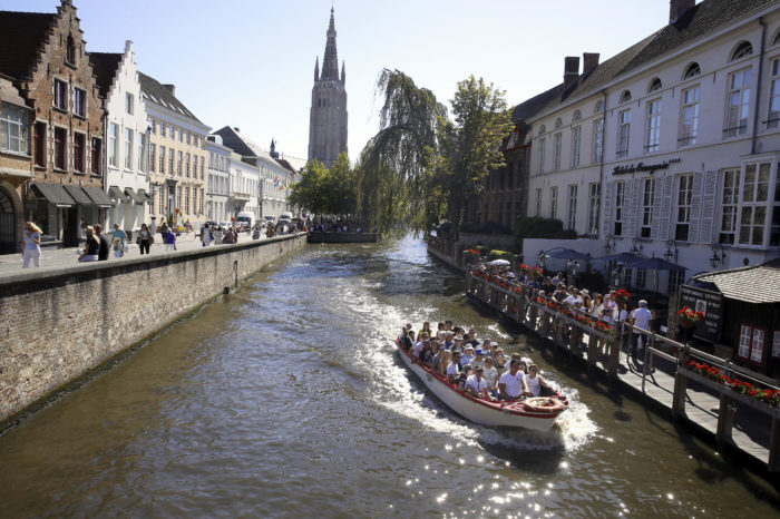 Bruges replaces diesel tourist boats by electric fleet