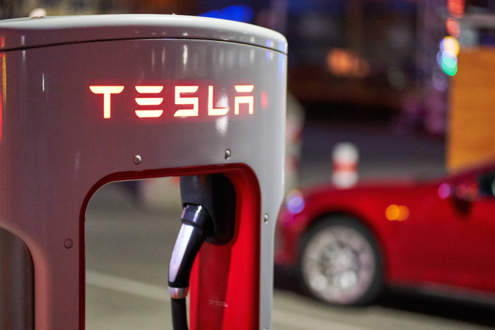 Tesla owners stuck in traffic jams at charging stations