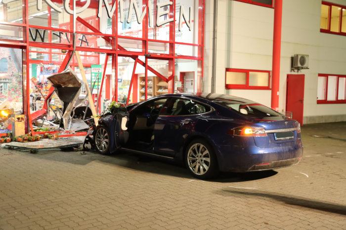 Dutch investigate Tesla Model 3 'unintended acceleration' case