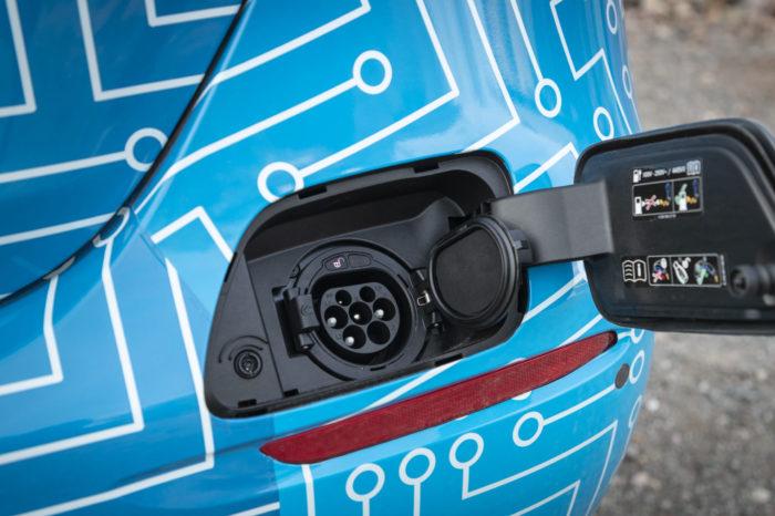 Car market hesitates, hybrid revives