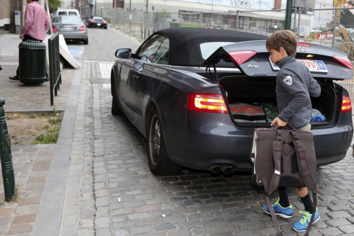 School introduces 'drop-off valet service' to avoid traffic stress
