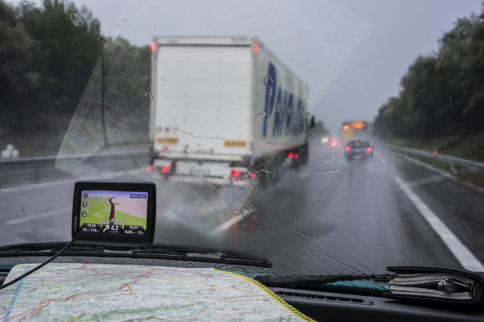 Trucks will be flashed if they overtake in rainy weather