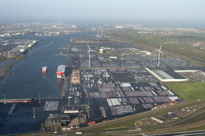 New cars 'piling up' in Port of Zeebrugge