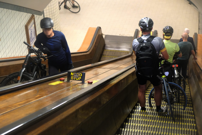 Social distancing: Antwerp might close bicycle tunnel