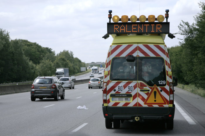 Coyote alerts for maintenance personnel on French highways
