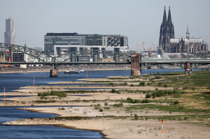 Trains to compensate for Rhine drought