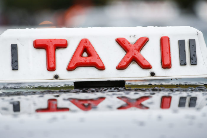 Antwerp deregulates taxi services, Uber now welcome