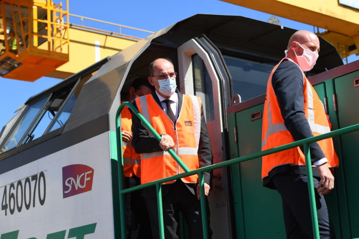France temporarily scraps rail usage costs for freight trains