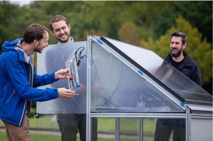 Clean hydrogen directly from the air: what are we waiting for?