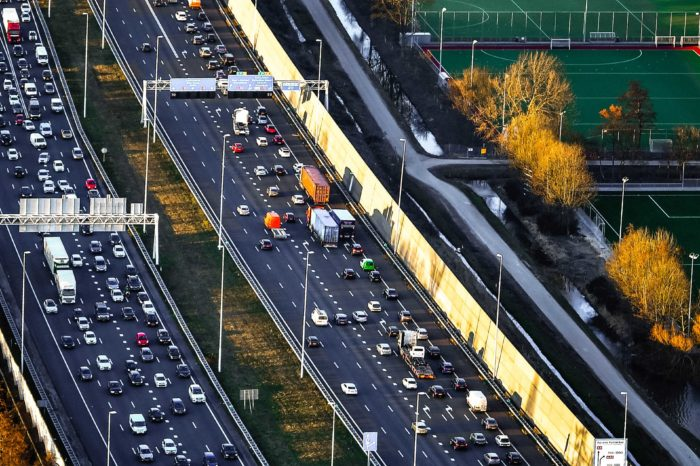Dutch Plan Bureau: rush-hour fee best to tackle traffic jams