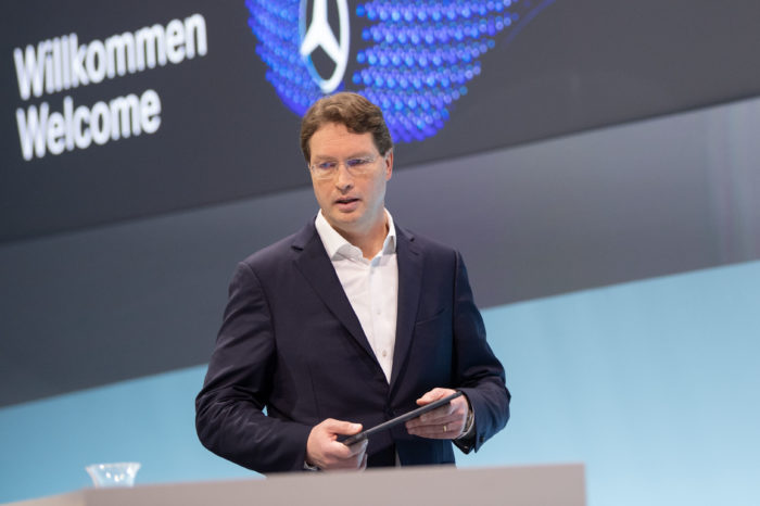 Daimler CEO wants automotive managers to earn less