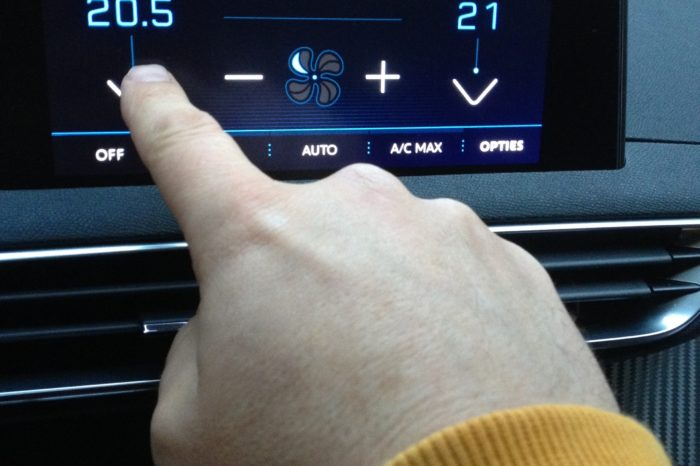 Touch screens increasingly at the root of car accidents