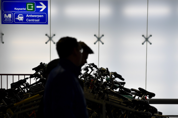 Belgian rail considering fee for bicycle parking